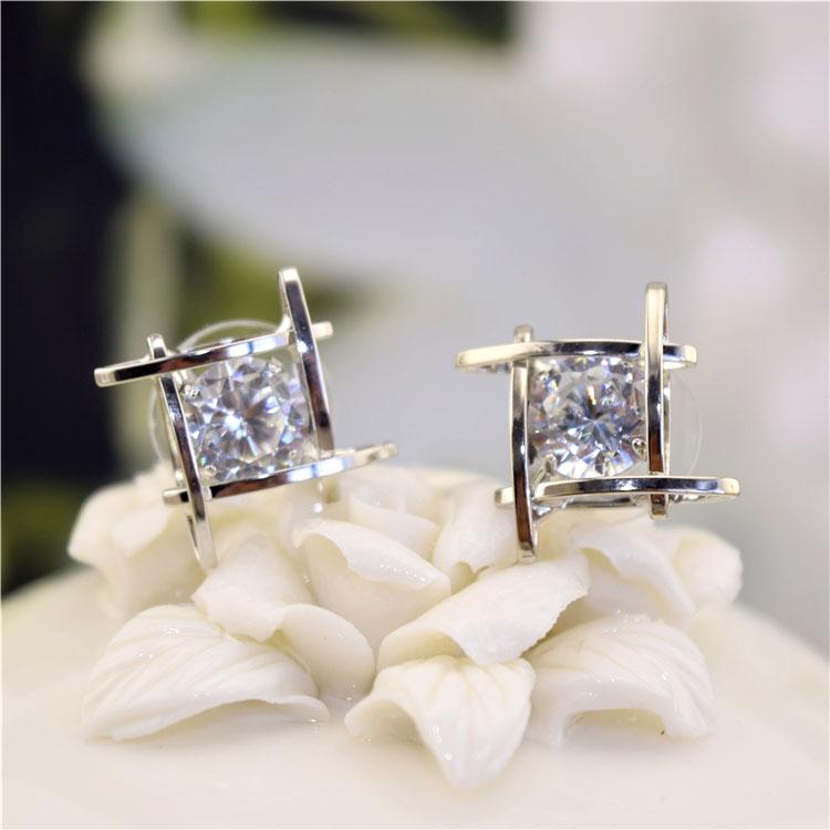 Wholesale Women's earrings 2020  new jewelry geometric hollow square triangle zircon earring Europe fashion banquet jewelry VGE044 4