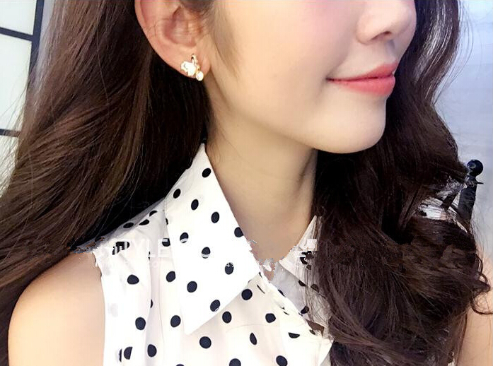 Wholesale Sweet pink  Butterfly Stud Earrings Delicate Gold Color Mini Ear Studs Trendy Ear Nails For Women Girls Jewelry Gift VGE046 1