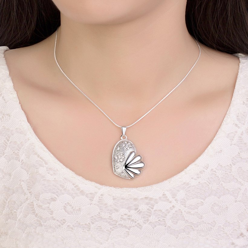 Wholesale Trendy Silver Fish Crystal Necklace TGSPN449 4
