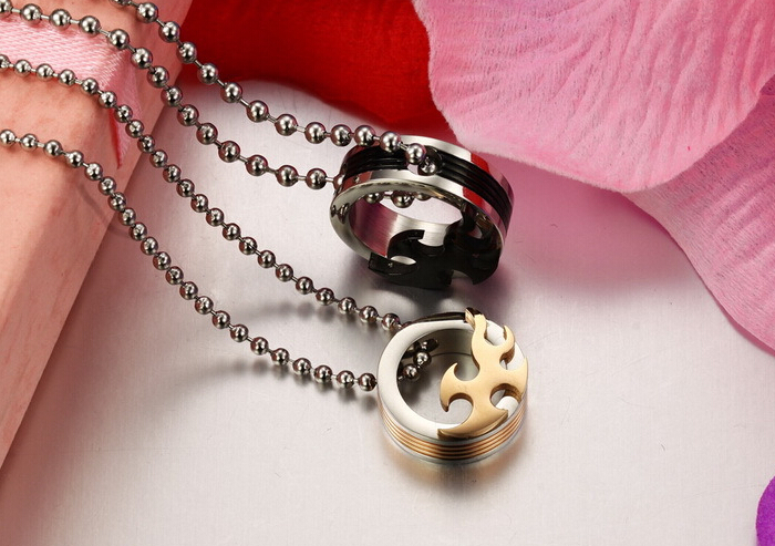 Wholesale 2018 New Style Fashion Stainless Steel Couples PendantsLover TGSTN083 2