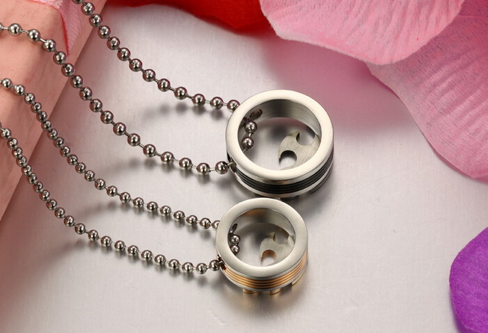 Wholesale 2018 New Style Fashion Stainless Steel Couples PendantsLover TGSTN083 3