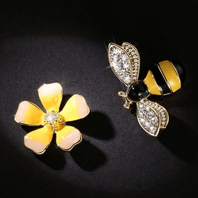 Wholesale 2020 Cute New Flower Bee Asymmetric Earrings Zircon Earrings Fashion Jewelry Punk Stud Earrings for Women Girls Gift VGE078