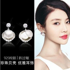Wholesale Dominated 2020 metal shell design exquisite shining crystal Fashion temperament contracted pearl Drop earrings  VGE080