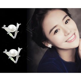 Wholesale V-shaped Pearl Earrings Female Korean Temperament crystal Earrings Ladies Small Earrings wholesale Jewelry from China VGE172