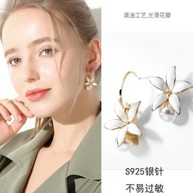 Wholesale New Korean 5 Petal flower pearl Tassel Earrings fashion jewelry form China Women's Earrings VGE182